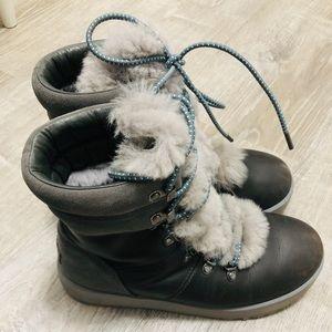 UGG Viki waterproof boots